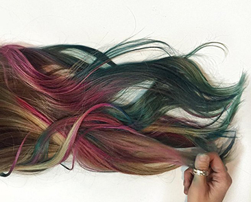 Fluid-Hair-Painting-Trend