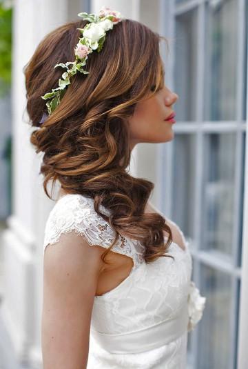 laza fürtök esküvői frizura
